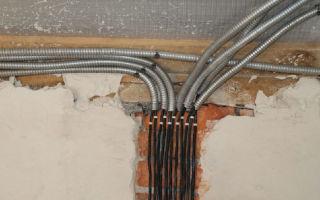 Прокладка кабеля по стене в гофрированной трубе